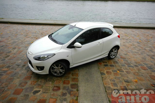 Photo Mazda Mazda2 1.5 MZR 103 Coupé modèle 2008