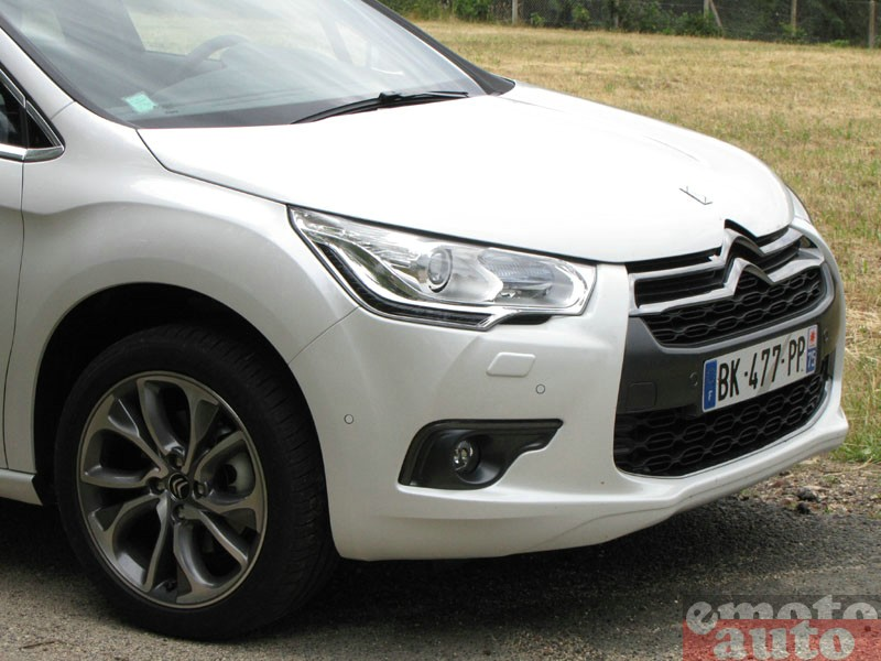 Photo Citroën DS4 2.0 HDi 160 modèle 2011