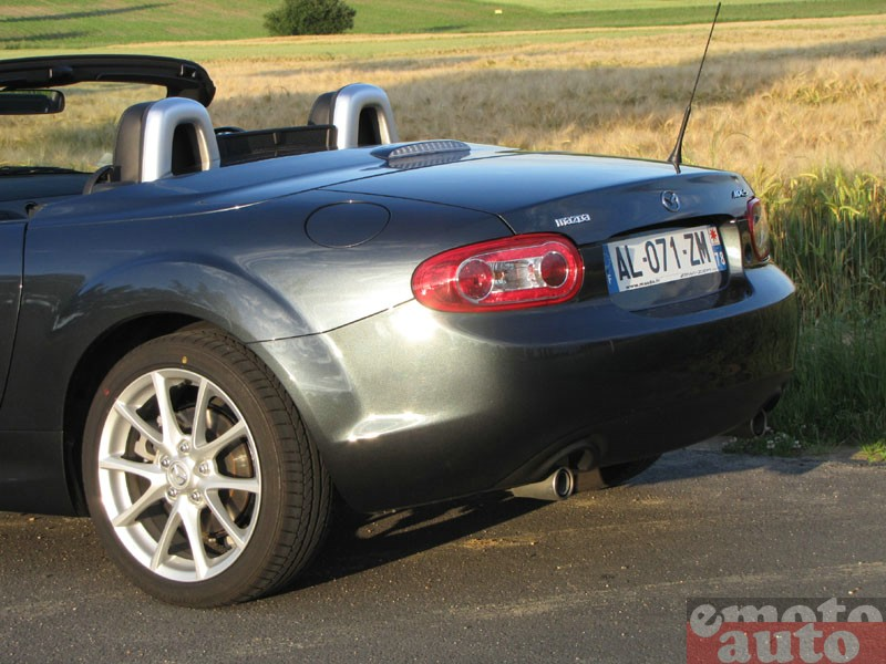 Photo Mazda MX5 2.0 MZR 160 modèle 2010