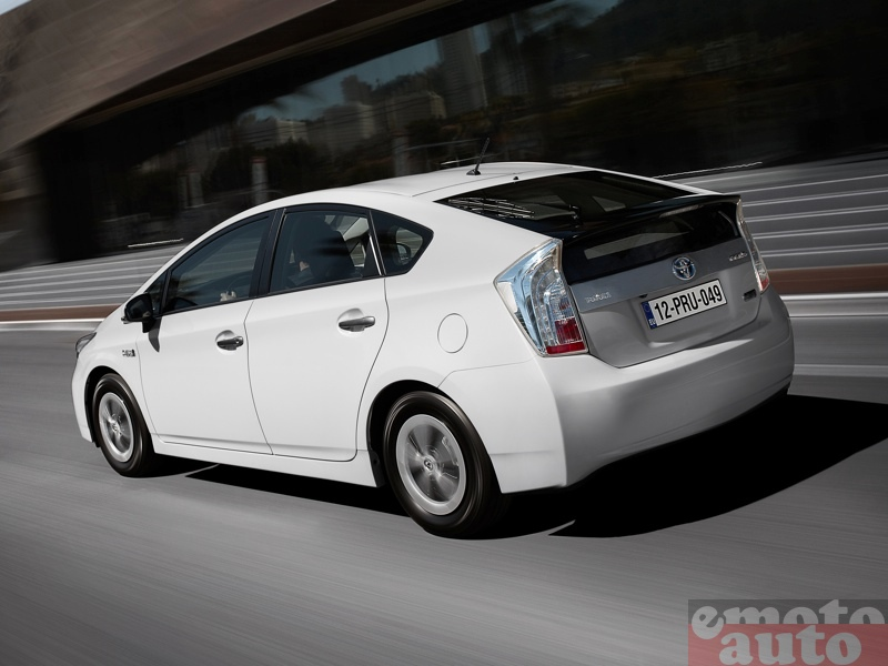 Photo Toyota Prius rechargeable modèle 2012