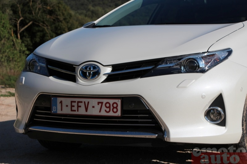 Photo Toyota Auris Hybride modèle 2012