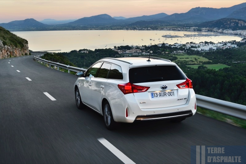 Photo Toyota Auris Hybride Touring Sports modèle 2014