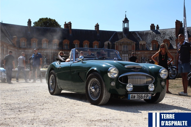 austin healey 3000 quittant le chateau